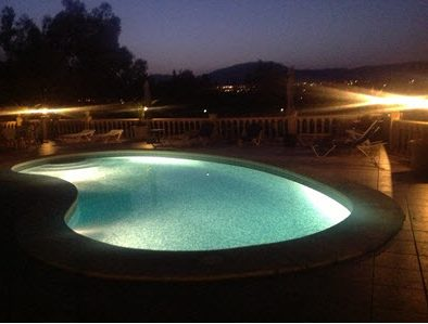 Villa Paloma Blanca Swimming pool at night